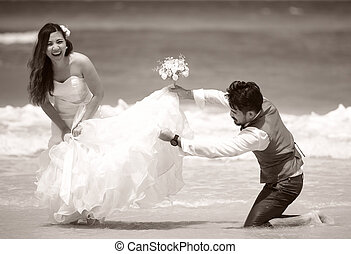 lycklig, befogatt gifta, ungt par, fira, och, ha gyckel