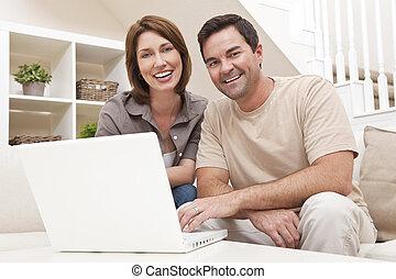 lycklig, bemanna kvinna, par, användande laptop, dator, hemma