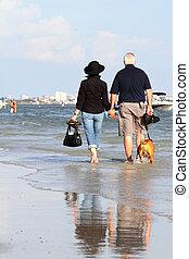 lycklig, elderly kopplar ihop, avnjut, deras, avgång, semester