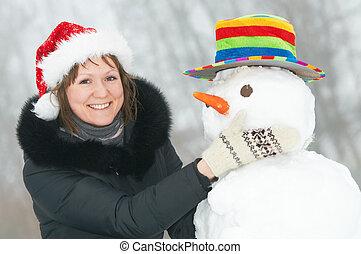 lycklig, flicka, och, snögubbe, in, vinter