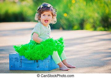 lycklig, liten, flicka, barn, in, sommar