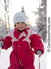 lycklig, liten knatte, (2, år, old), skidåkning, in, a, vacker, vinter, landskap.