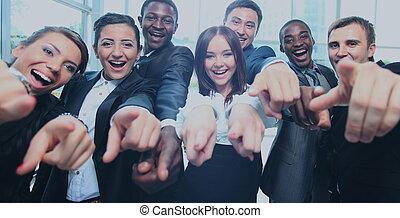 lycklig, multi-ethnic, affärsverksamhet lag, med, tummar uppe, in, kontoren