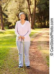 lycklig, senior woman, utomhus