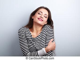 lycklig, ung, tillfällig, kvinna, krama, sig, med, naturlig,...