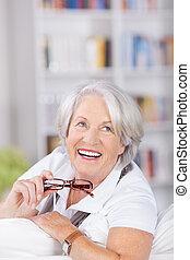 lycklig, vacker, äldre, dam, med, glasögon