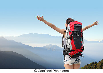 lycklig woman, fjäll, vandrare