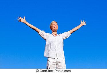 lycklig woman, känsla, gratis, med, öppen beväpnar