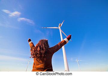 lycklig woman, med, räcker upp, tittande vid, eco, slingra turbiner