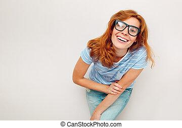 lycklig woman, ung, svart, stående, standing., glasögon