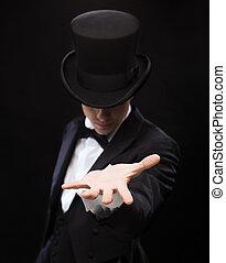 mágico, segurando, algo, ligado, palma, de, seu, mão