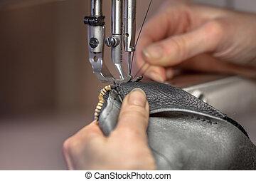 máquina, cosendo, mãos