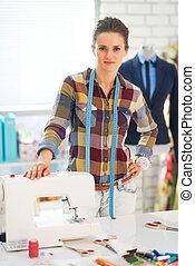 máquina de coser, estudio, retrato, costurera, feliz