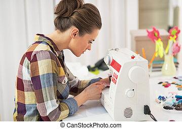 máquina, sastre, costura de mujer, trabajando
