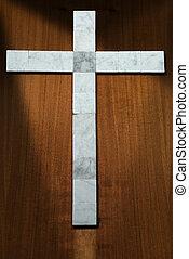mármol blanco, cruz, en, un, de madera, plano de fondo