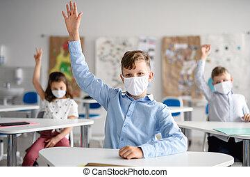 máscara, espalda, cuarentena, cara, niño, escuela, lockdown., después, covid-19