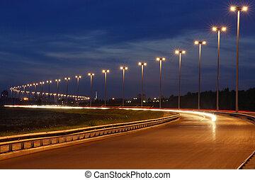 mástil, iluminación, noche, autopista, iluminación, en, el,...