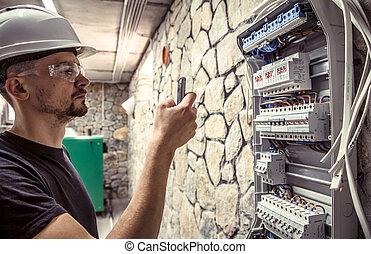 mâle, électricien, câble, électrique, standard, connecter, travaux