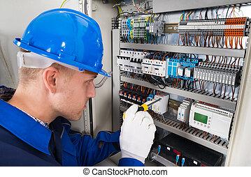 mâle, électricien, examiner, fusebox