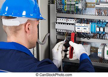 mâle, électricien, réparation, fusebox