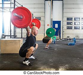 mâle, athlètes, dans, croix, fitness, boîte