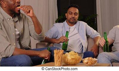 mâle, boire, amis, bière, maison, chips