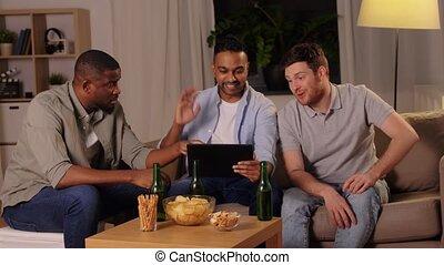 mâle, boire, tablette, amis, maison, pc, bière