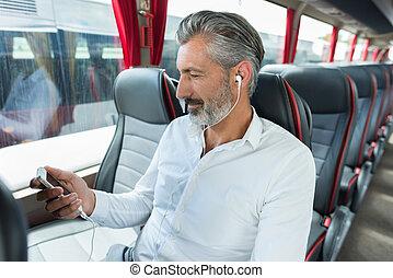 mâle, cellphone, passager, charger, sien, autobus
