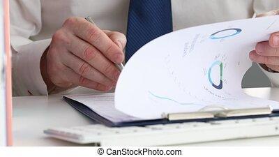 mâle, directeur, examiner, financier, documents