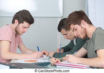 mâle, ensemble, étudiants, jeune, étudier, 3