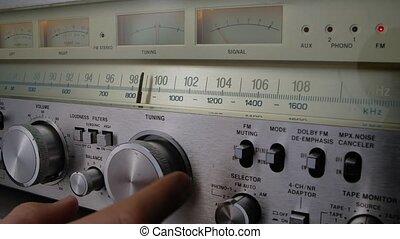 mâle, fin, retro, amplificateur, scale., receiver., fm, récepteur, air, échelle, lent, main, vendange, stations, radio, fréquence, vieux, recherche, haut., analogue, radio., motion.