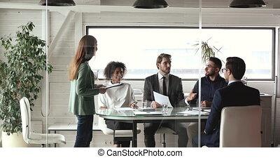 mâle, investisseur, réunion, groupe, compagnie, business, consultant, multiethnic, cadres