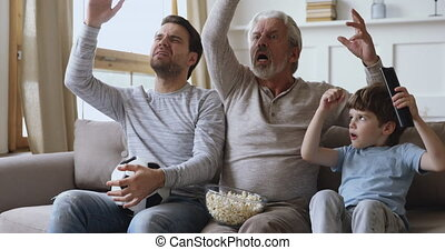 mâle, jeu, décue, regarder, frustré, tv, trois générations, ...