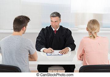 mâle, juge, séance, devant, couple