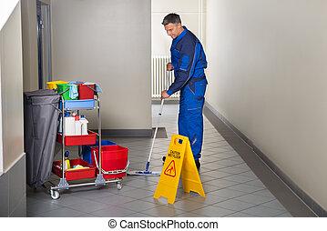 Bureau balai ouvrier nettoyage couloir m le heureux images de stock rechercher des - Balai nettoyage plafond ...