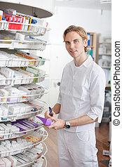 mâle, pharmacien, travailler, pharmacie