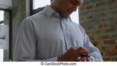 mâle, utilisation, cadre, smartwatch, 4k, bureau