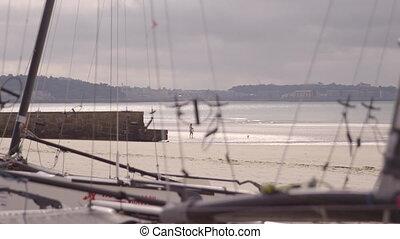 mât, cordes, plage