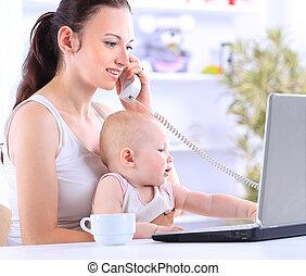 mãe bebê, em, escritório lar