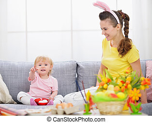 mãe bebê, fazer, preparações, para, páscoa