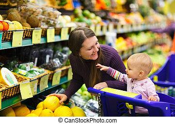 mãe bebê, filha, em, supermercado