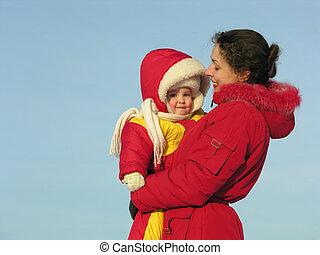 mãe, com, baby., inverno