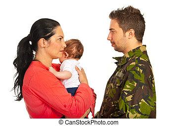 mãe, com, conversa bebê, com, militar, pai