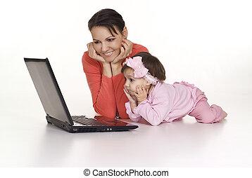 mãe, com, filha, e, computador