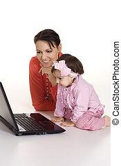 mãe, com, filha, e, laptop