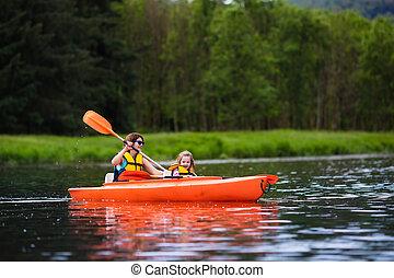 mãe criança, em, um, kayak