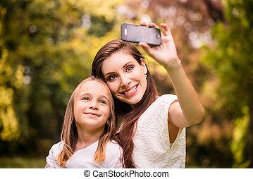 mãe, criança, selfie