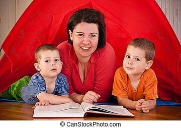 mãe, crianças, dois