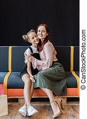 mãe, filha, abraçar