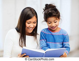 mãe filha, com, livro